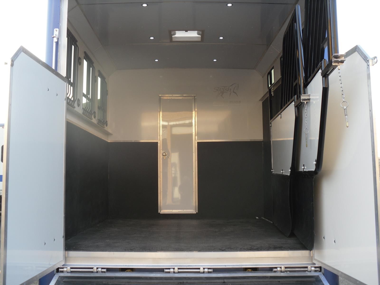 7 5 Ton Horsebox With Full Living Hardcastle Horseboxes